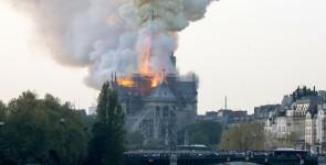 Notre Dame u plamenu